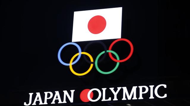 日本东京奥运遇上疫情,政府债台高筑,可能导致政治危机。学者认为日本对美对中的外交力量可能降低。(法新社)