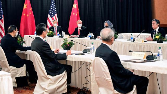 美中交手,美国希望维持关税战和科技制裁,同时加强人权保卫战和盟友保卫战。(路透社)