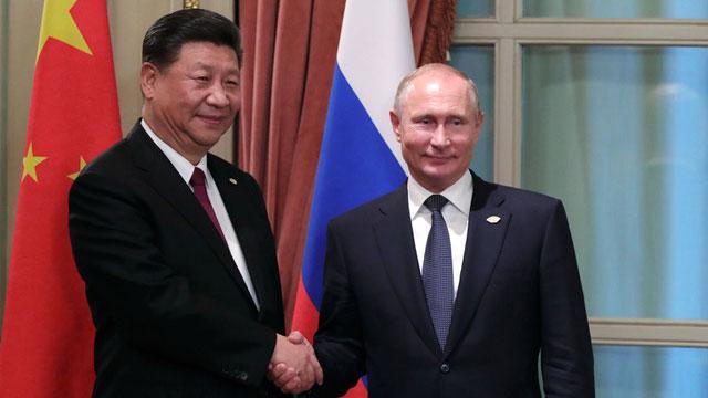 中俄今年要庆祝建交70周年,俄罗斯民众却爆发反中情绪。图为中国国家主席习近平和俄罗斯总统普京去年底在G20见面。(AFP)