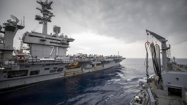 在美澳同盟关系下,美军出兵,几乎都有澳军身影,澳大利亚可以说是美国最忠心的军事盟友。图为澳大利亚的舰队补给船和美军罗斯福号在海上进行补给。(取自澳大利亚国防部网站)