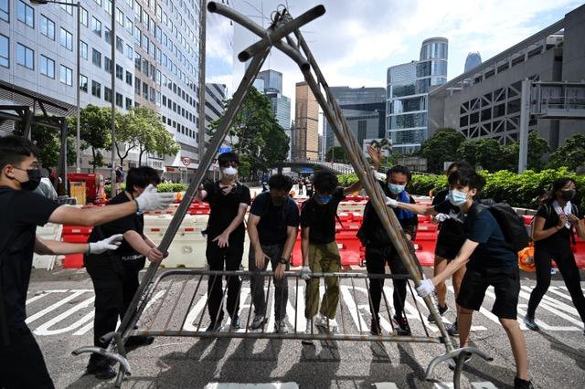 大批学生参与反送中运动,要求港府撤回《逃犯条例》修订案。(AFP)