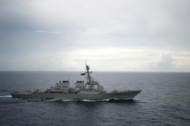 """美国印太战略正逐渐落实,美军在西太平洋不仅有第七舰队,最近几年,以东太平洋和北太平洋为主的第三舰队已经到西太平洋巡航。图为美国海军第三舰队的""""狄卡特号""""导弹驱逐舰。(法新社)"""