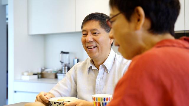 汪浩专研金融、国际关系和近代史。蔡珠儿是台湾知名饮食作家,有一手好厨艺。(李宗翰摄)