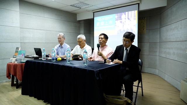 """汪浩(右二)在台北出席新书《借壳上市》的发表会,探讨蒋介石和""""中华民国台湾""""的关系。(李宗翰摄)"""