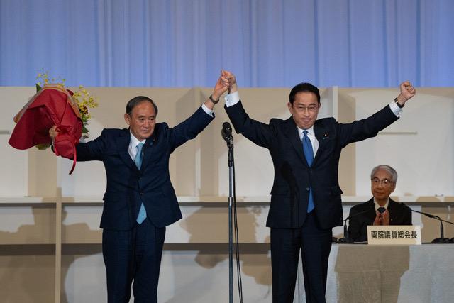 日本几家主流媒体的民调显示,岸田内阁支持率都在约50%前后,比去年9月菅义伟刚上任时低15到20个百分点。(法新社)