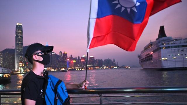 香港人在双十节挥舞中华民国国旗,国民党仍然不敢声援香港人?  (法新社)