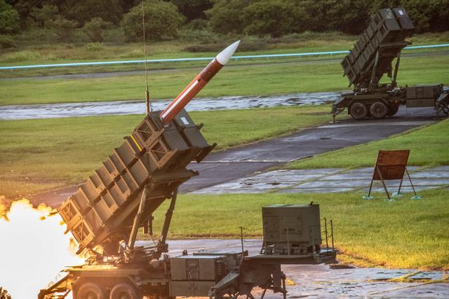 军事专家认为,台湾爱国者飞弹和天弓三型防空飞弹可有效拦截东风系列飞弹。图为台湾今年七月汉光演习时展示爱国者飞弹。(法新社)