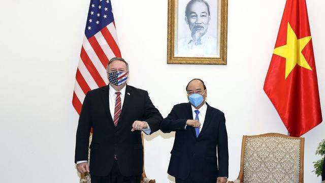 蓬佩奥30日和越南总理阮春福见面。 (法新社)
