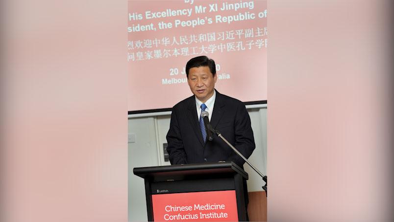 2010年6月20日,时任中国国家副主席的习近平在墨尔本出席皇家墨尔本理工大学中医孔子学院授牌仪式,发表讲话。(法新社)