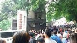 2018年5月28日上午,山城重庆市信访局信访大厅和该局门前的坝子上人山人海。(李发文提供)
