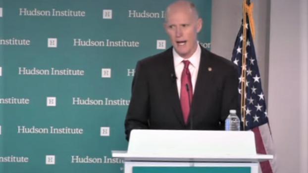 里克•斯科特参议员法学院毕业,2011年至2019年期间是佛罗里达州第45任州长。他也曾在美国海军服过役。这是他在哈德逊智库演讲。(视频截图)