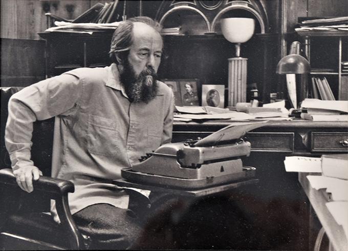 索尔仁尼琴流亡美国期间,在佛蒙特(Vermont)州卡文迪什(Cavendish)小镇他的宅中书房写作。北明2016年10月22日翻拍于索尔仁尼琴美国故居卡文迪什历史博物馆。