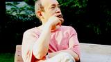 自由亞洲【華盛頓手記·老康秉燭】嘉賓王康肖像。