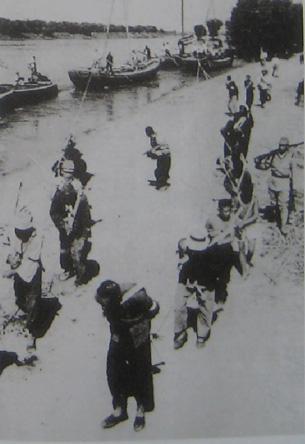 图片:1940年代日本强掳中国人当劳工。(引自《花岗事件》)