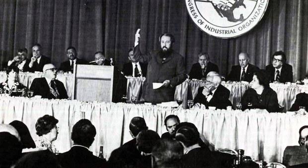 圖:索爾仁尼琴,蘇共囚徒、俄國傑出哲學家、史學家、異議作家1975年6月末應邀在美國勞聯-產聯演講,披露蘇聯血腥祕聞,警示西方讓步惡果。