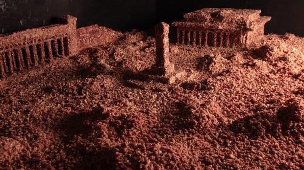 本節目華盛頓手記八九六四親歷口述人郭健及他的藝術裝置作品:160公斤碎肉末堆砌的天安門廣場。
