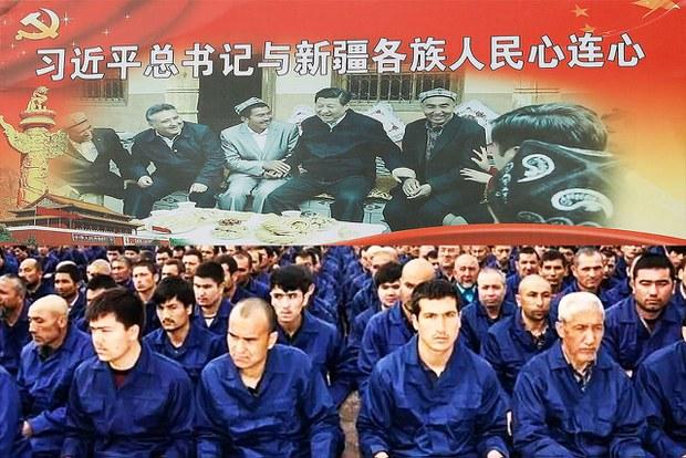 中國設立再教育營關押維吾爾人。