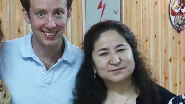 維吾爾學者熱依拉·達吾提(Rahile Dawut,右)。