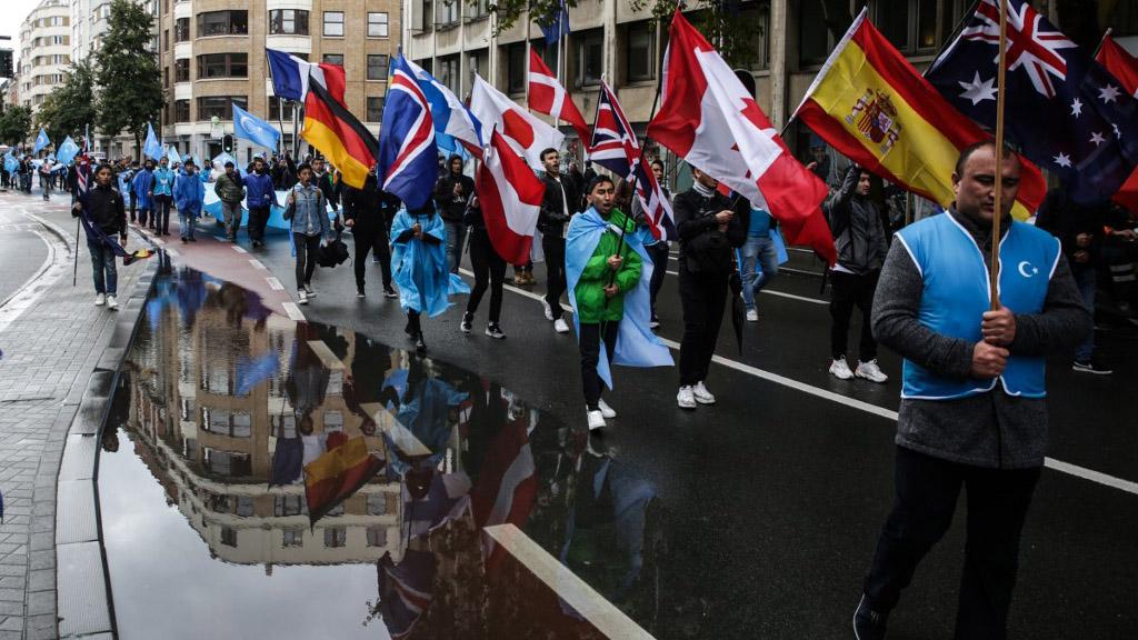 流亡组织世界维吾尔代表大会(WUC)在布鲁塞尔抗议中国迫害新疆人权。(法新社资料图片)