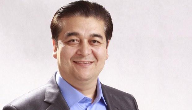 """克尤木.穆罕默德Qeyum Muhammad 被稱爲維吾爾青年表演藝術家和喜劇演員的""""表演大師"""",被維吾爾基金會發現已遭拘禁。(圖源:2021年8月9日RFA英文報道)"""