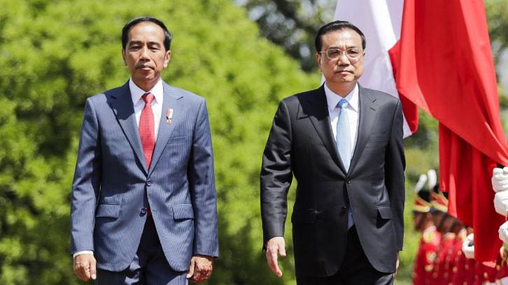 印度尼西亚总统佐科(左)和中国总理李克强。(法新社资料图片)