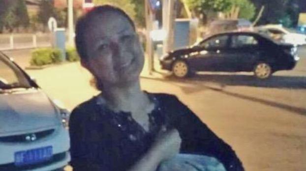 艾拉帕提.艾尔肯的妈妈古丽娜尔·塔拉提是伊宁市第五小学的数学教师,这是她在被抓进集中营之前的照片。。(受访者提供)