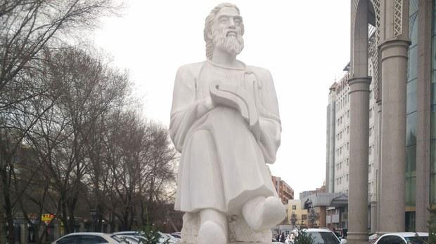 專欄 | 解讀新疆:當局移除維吾爾醫學鼻祖雕像  維吾爾著名歌手辭世