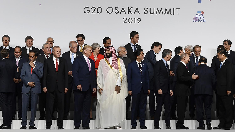 日本G20峰会期间各国领袖在一起。(美联社)