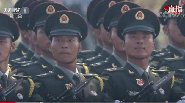 美军重整战略部署,解放军绷紧神经面对。图为2019国庆阅兵。(视频截图)