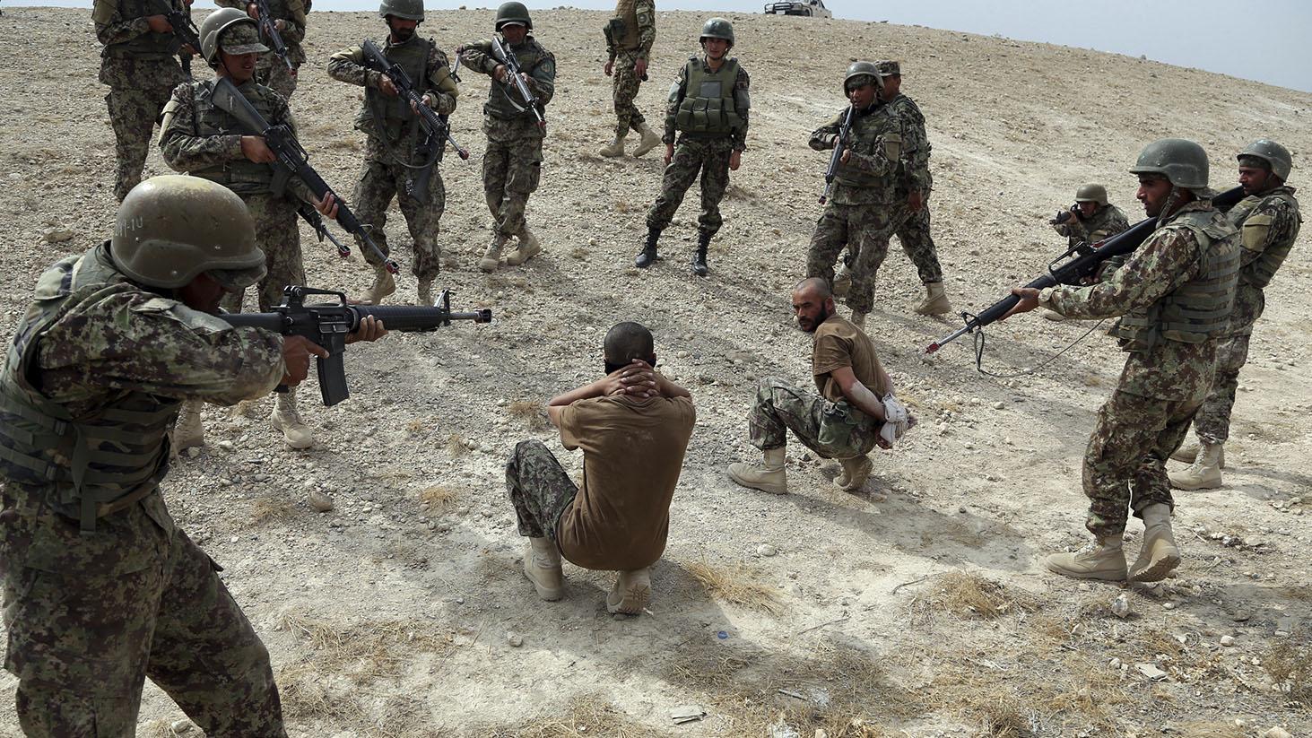 伊拉克的军队在进行演练。(美联社)