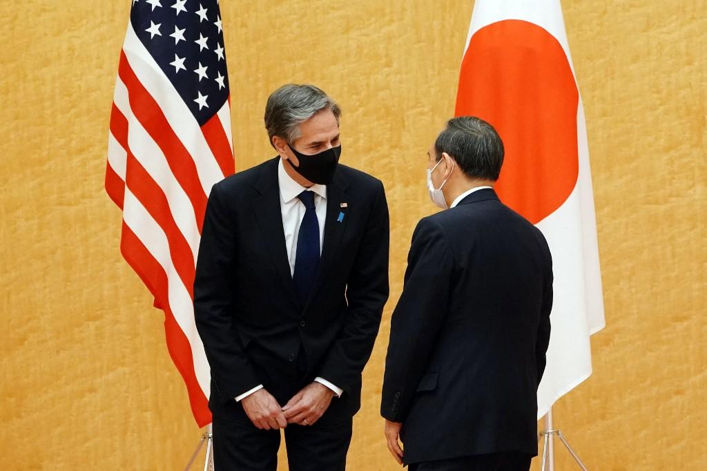 2021年3月16日,日本首相菅義偉(右)和美國國務卿布林肯會面。(AFP)
