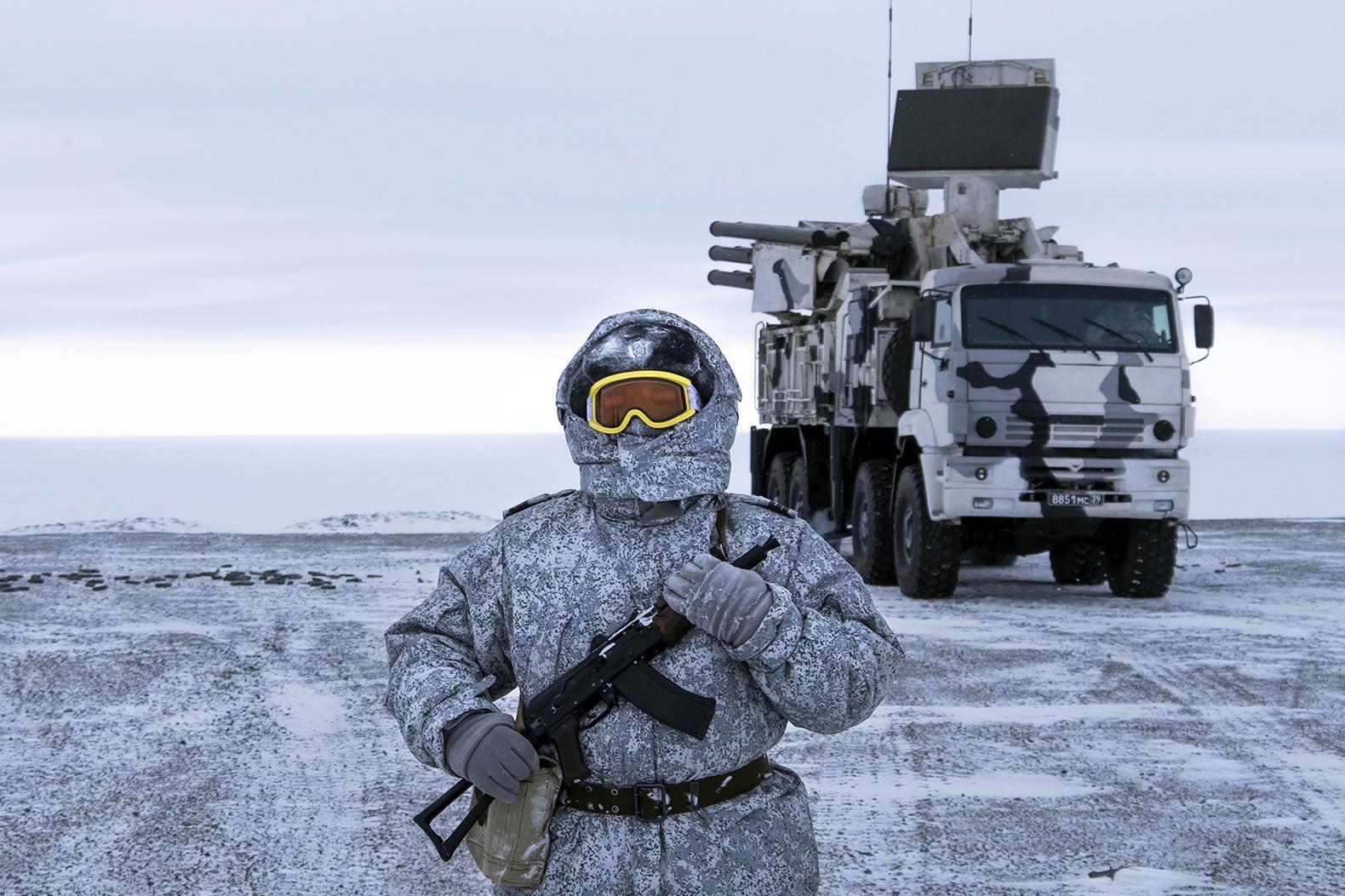 俄罗斯军人在北极地区的军事基地执勤。(美联社)