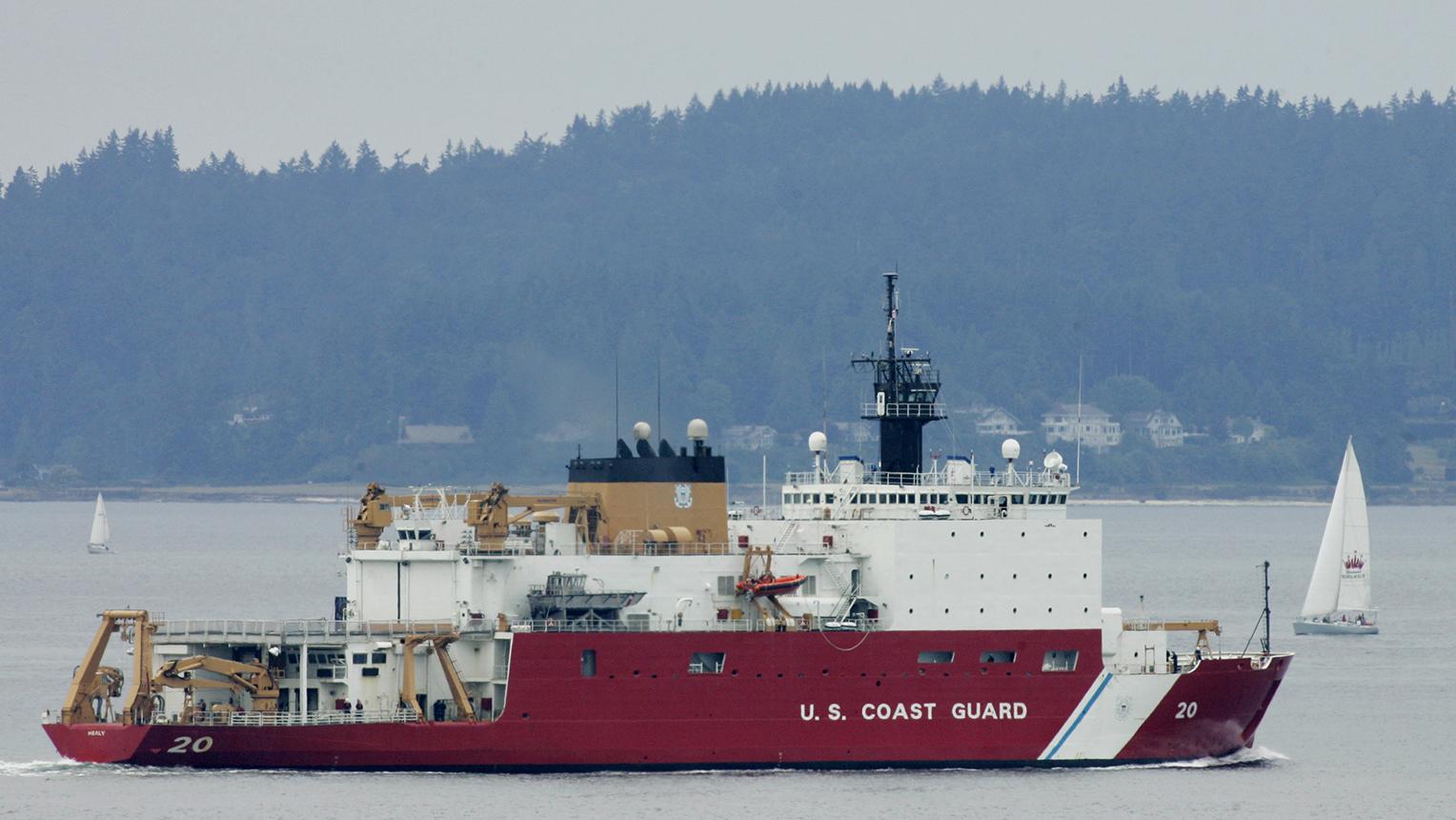 一辆美国破冰船前往北极地区执行科学考察任务。(美联社资料图片)