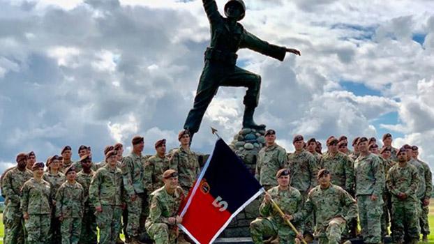 美國陸軍安全部隊援助旅(SFAB)在臺協助指導國軍戰訓能力。圖爲美國陸軍第5安全部隊援助旅(維基百科)