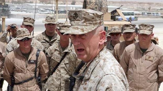 2005年美國海軍陸戰隊中將馬蒂斯(James Mattis,2017年成爲國防部長)提出《未來作戰:混合戰的興起》。圖爲2007年他在伊拉克向陸戰隊官兵講話。(U.S. Marine Corps)