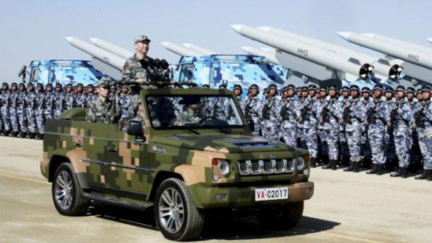 2017年7月30日,中国国家主席习近平在朱日和联合训练基地检阅部队。(美联社)