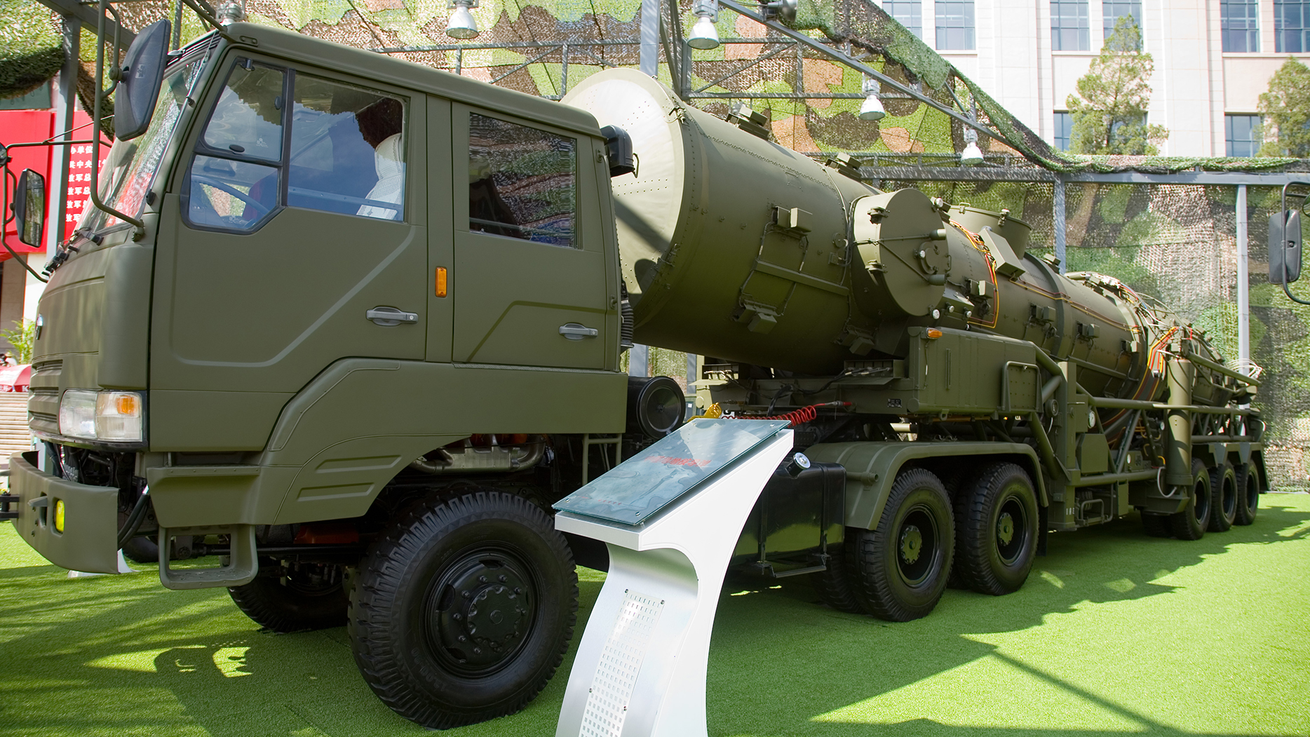 东风-21D反舰弹道导弹号称航母杀手,是解放军抗击美军介入台海的首选慑战武器。(维基百科)