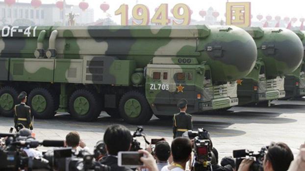 中国东风-41洲际弹道导弹2019年国庆阅兵亮相可威胁美国本土。(Reuters)