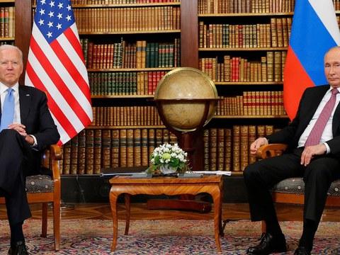拜登(图左)和普京(图右)日内瓦峰会为美俄中三角关系带来变数。