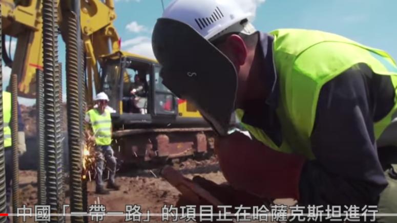 """中国""""一带一路""""在中亚广建基础设施威胁俄罗斯在当地影响力。(视频截图)"""