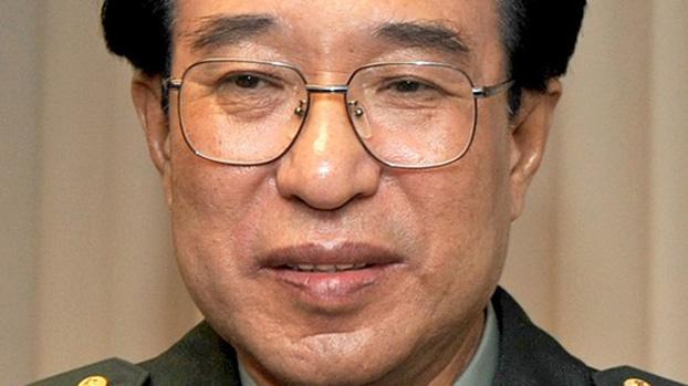 徐才厚主持全军政治工作13年,贪腐自立山头几乎搞垮解放军。(维基百科)