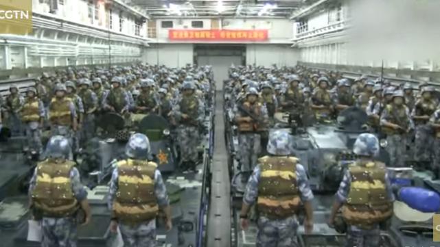 中国海军陆战队准备进行登岛作战演习。(视频截图)