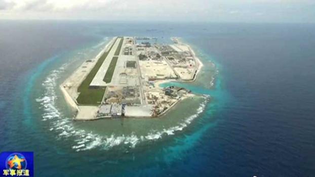 南沙永暑礁已建成3,000米飞机跑道。(央视截图)