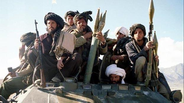 塔利班大多数成员是从巴基斯坦难民营返国的学生兵。图为1995年北上攻打瓦尔达克省。(Reuters)