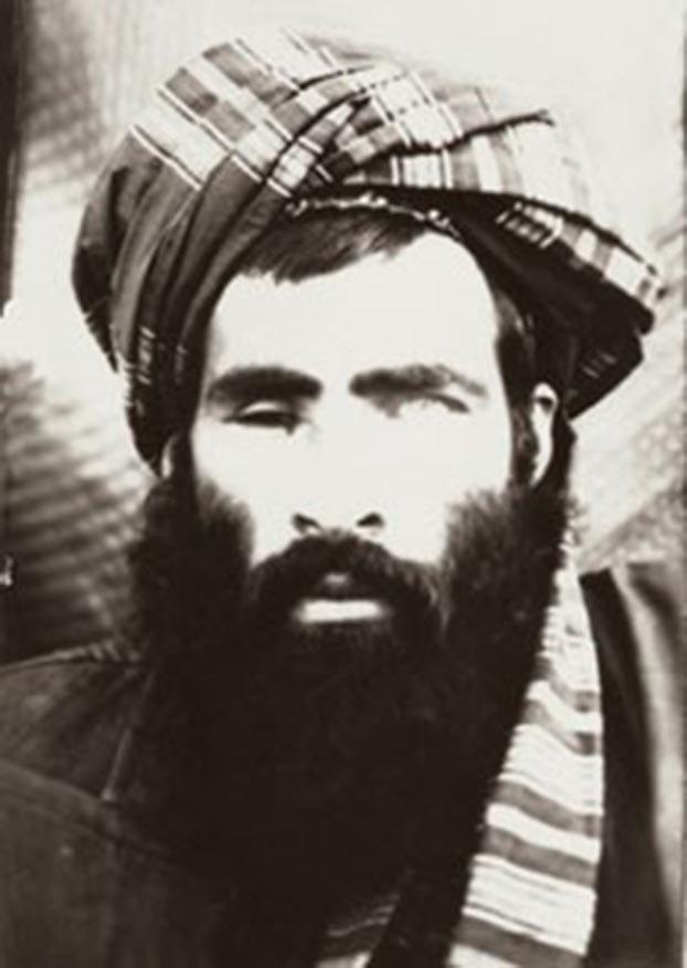 独眼奥马尔(Mullah Omar)因对伊斯兰信仰绝对虔诚被推举为塔利班第一代领导人。(维基百科)