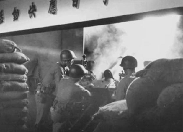 金门工事坚固,国军火炮反击。(视频截图)