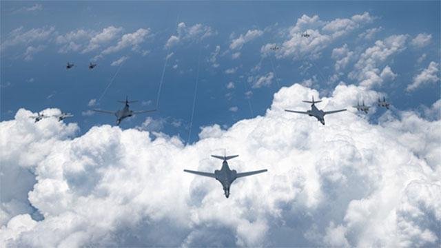 8月中旬,美国和日本共派39架战机在东海和日本西南群岛周边海空域展开联合演训。(U.S. Air Force)