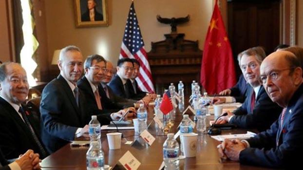 2018年中美贸易战,美国民众开始不信任中国。图为中美第二轮贸易谈判在白宫举行。(Reuters)