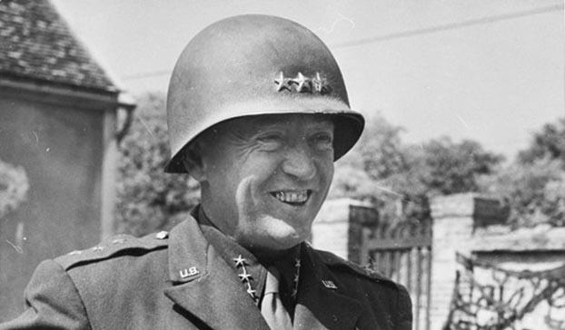 巴顿(George Patton)强调行动要果断。图为1944年巴顿中将戎装。(U.S. Army)