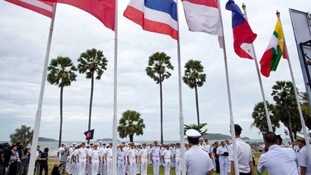 美国与东盟10国首次举行海上联合军演。图为9月2日在泰国春武里府梭桃邑海军基地举行开幕仪式。(AP)
